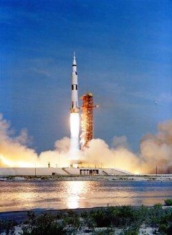 Apollo11-liftoff